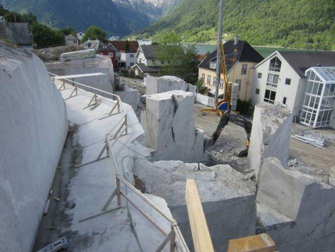 HOGD I STEIN: Norsk reiselivsmuseum er det einaste bygget i Noreg som er skore ut av grunnfjell.