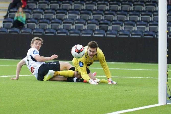 NÆRE PÅ: Ole Amund Sveen kom til Sogndals største sjanse då han skaut ballen i stolpen etter 23 minutt av kampen.