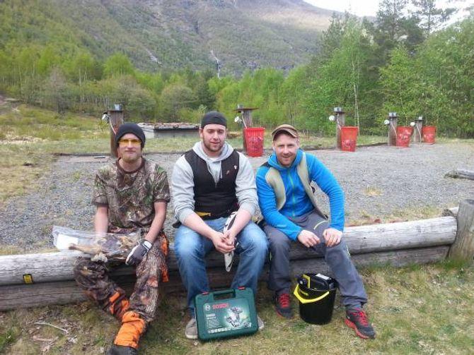 VINNARAR: Julian Moen, Martin Kjosaas Leknes og Eirik Leknes var dei tre som skaut best i duellen.