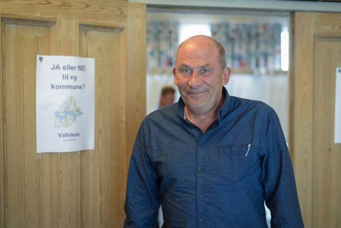 SPENT: Ordførar i Sogndal, Jarle Aarvoll, er spent på utfallet av folkerøystinga.