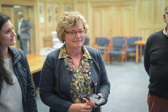 UTAN PARTNAR: Av dei få som stemte i Sogndal er eit fleirtal for kommunesamanslåing. Varaordførar Laura Kvamme registrerer at kjenslene i nabokommunane ikkje er gjensidige.
