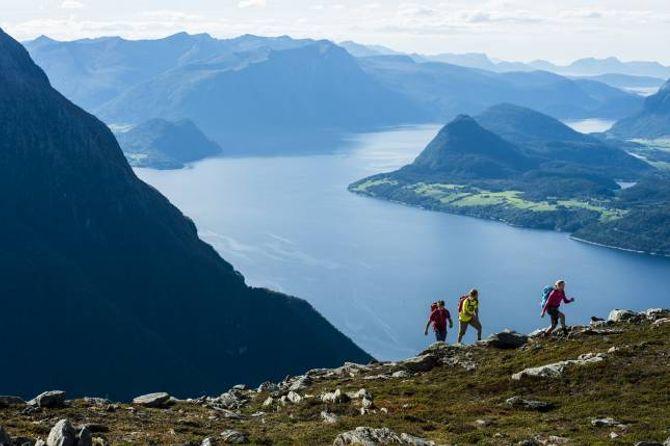 FJELLFESTIVAL: Norsk fjellfestival i Romsdalen er ein av fleire fjellfestivalar i Noreg. Her kan du blant anna gå på felles fotturar.