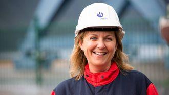 STOLT: Fabrikksjef Wenche Eldegard er veldig kry over bragden til dei to lærlingane.