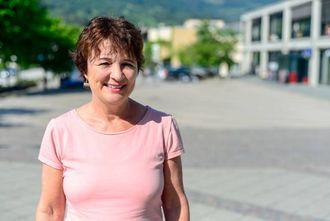 STOLT: Marie Aalen frå Kunnskap.no er forfattaren bak det nye læreverket, som er utarbeida i samarbeid med elevar og lærarar frå norskopplæringa i Sogndal.