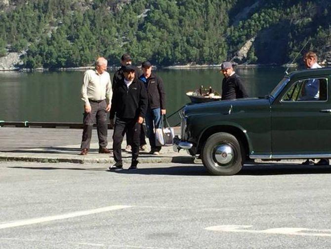 FISKETUR: Etter det porten.no kjenner til skal Kahn mellom anna prøve fiskelykka i Lærdalselvi.