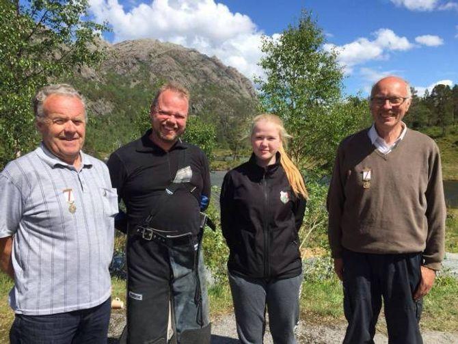 HEVDA SEG: Frå venstre: Ludvig Indrebø, Glenn Arne Vie, Sara Vie og Steinar Røyrvik.