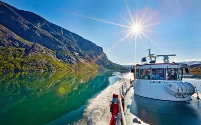 GJENDEBÅTANE: Gjendebåtane fraktar i hovudsak fotturistar men også mange som berre tek båtturen for ei fin oppleving på innsjøen.
