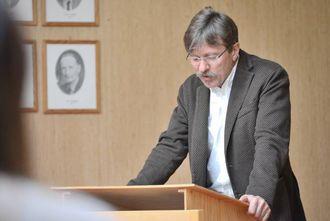 MINUS: Rådmann Alf Olsen Jr. hadde få positive tal å komme med då han la fram den økonomiske situasjonen i kommunen for politikarane.