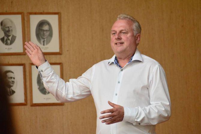 HAR TRUA: Ordførar Jan Geir Solheim har tru på at arbeidet med å finne innsparingar vil gje resultat. Men effekten vil truleg slå ut først til neste år.–Det er året i år eg er uroa for, seier han.