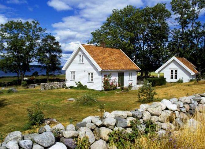 STEINGJERDE: Steingjerde har vore mykje brukte i landbruket. I dag vel somme stein som ei hyggjeleg innramming av hagen.