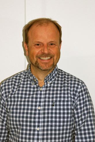 TVETYDIG:Avdelingsdirektør Arve Tjønn Rinde i Region vest av Statens vegvesen avviser at det er snakk om å leggje ned trafikkstasjonen i Sogndal. Men han kan heller ikkje garantere noko.
