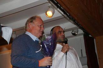 KVART ÅR: Geir Berge Øverland (t.v.) er røynd med rakfisk, her med Stein Vidar Nemeth i arrangementskomiteen.