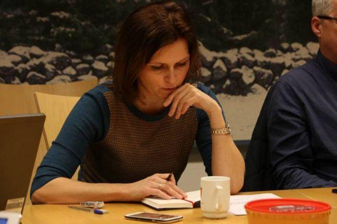 FRYKTKULTUR: Annike Vanberg (SV) har uttalt at det er ein fryktkultur i politikken i Lærdal, men representantar frå andre parti kjende seg ikkje att.