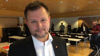 OPPRØRT: Leikangerordførar Jon Håkon Odd liker ikkje at framtida til kommunen blir avgjort over forhandlingsbordet.