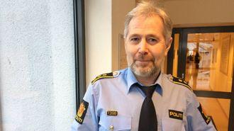 UTFORDRANDE JOBB: Regionlensmann Arne Johannessen seier politiet har ein tøff jobb framfor seg med å finne brannårsaka.