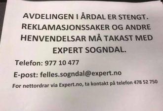 STENGT: Denne lappen møter du på Expert i Årdal i dag.