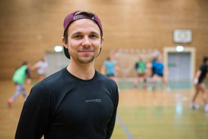 OPTIMIST: Trenar Ole Kristian Gjerstad har tru på at laget skal greie å rykke opp denne sesongen. Først må dei vinne over rivalen Jotun.