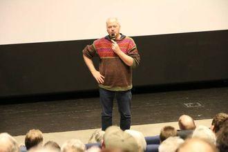 STOR JOBB: Forskar i Norsk institutt for Naturforsking, Olav Strand, her under informasjonsmøtet om skrantesjuka som vart halde i Lærdal i januar. Arkiv