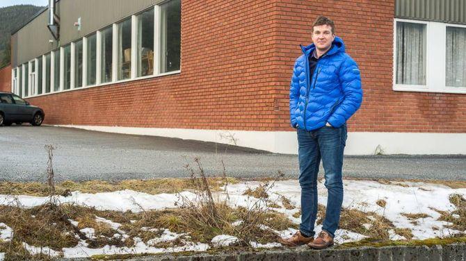 MOGLEG PLASSERING: Tor Arne Ness i Kaupanger Næringsforening seier tomta til Sogndal vidaregåande skule på industrifeltet er ein heit kandidat for framtidig plassering av signalbygget.