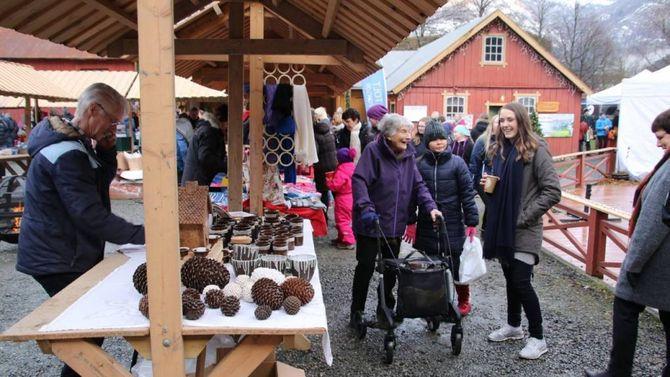 POPULÆRE: Dei tre marknadane i Lærdal er populære og ein god dag for næringslivet i bygda. Større bidrag frå denne kanten ser Arve Tokvam på som eit rimeleg grep for å avlasta eldsjelene noko. Arkivfoto