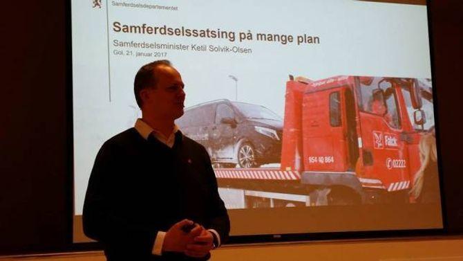 AVKLARING: Langt på veg lova samferdsleminister Ketil Solvik-Olsen at det vil koma ei avklaring i vegvalet inn mot Nasjonal Transportplan 2017. Privat foto