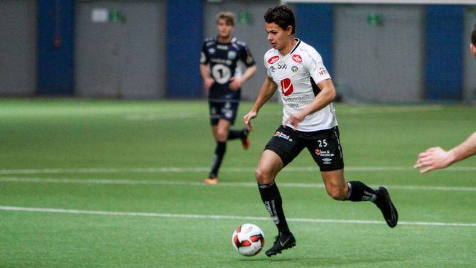 TALENT: Kasper Nissen skårar sitt første mål for Sogndal.
