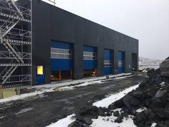 EITT AV FLEIRE: Tilsvarande bygg som på Kaupanger blir no reist i Narvik.