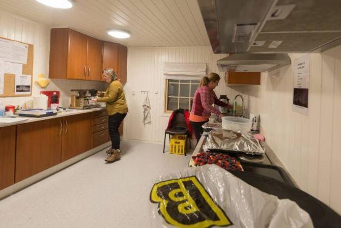 KJØKKEN: Skihytta i Fardalen har fått kjøkken frå ei kantine på Hydro.