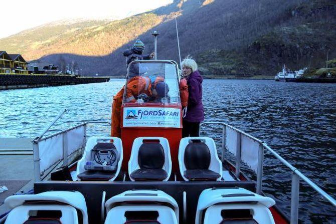 JA TIL REISELIVSLÆRLINGAR: Selskapet Flåm Fjordsafari i Flåm er eitt av selskapa som ønskjer å vera med å spleisa på ei ordning om reiselivslærlingar. Til høgre initativtakar og prosjektleiar Hanne Lykkja.