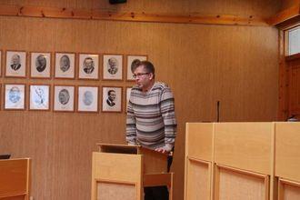 DJUP: Jens Reidar Ljøsne (Sp) kom med dagens djupaste under kommunestyremøtet i Lærdal torsdag.