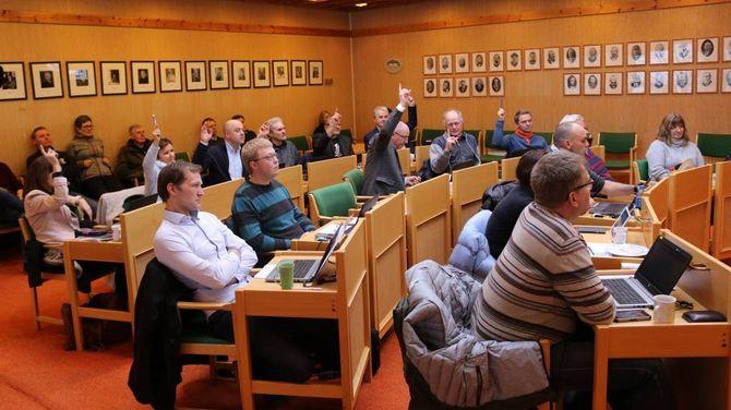 NI MOT ÅTTE: Her vedtek kommunestyret at ein ikkje kan byggja så høge piper ein vil på Håbakken II.