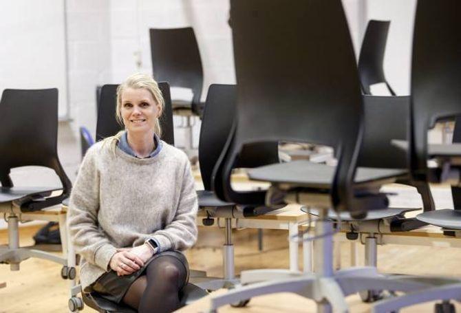POSITIV UTVIKLING: Det er ei auking av gutter på VG1, helse- og oppvekstfag. – Det er positivt med tanke på dei guttane som startar på linja, seier avdelingsleiar ved helse- og oppvekstfag på Holtet vgs i Oslo, Helene Jeber Holt.