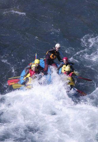 EKSTREMT MORO: Rafting er ekstremsport for hele familien.