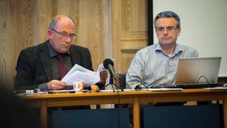 SVAR SKULDIG: Både ordføraren og rådmann Jostein Aanestad (til høgre) måtte svare for seg om skatterotet. Men ingen av dei såg mistillitsforslaget komme.