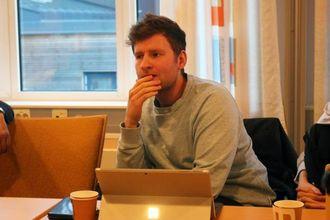 PRØVER: Thomas Norheim Moen (Sp) seier han prøver å lytta til alle innspel.