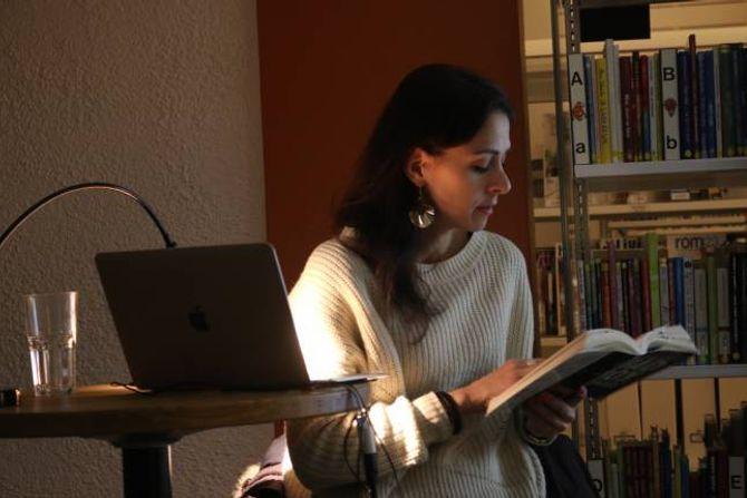 LES: Manch les små utdrag frå boka, som er ein roman med sanne historiar som bakteppe.