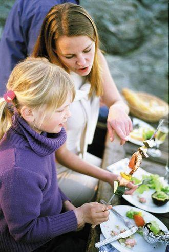 NÆRING: Det er dei unge som et minst fisk, og dermed går glipp av viktige næringsstoff.