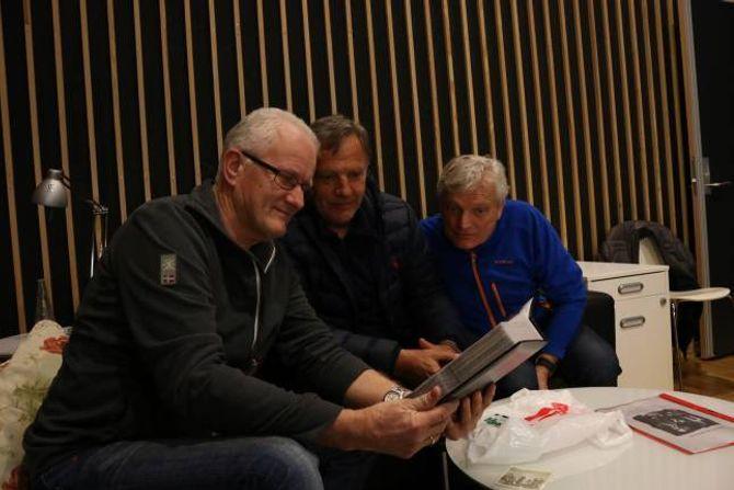 MIMRAR: Kvigne, Grøttebø og Sanden mimrar tilbake på femti år med Fox på lydstudioet i Kulturhuset på Lærdalsøyri.
