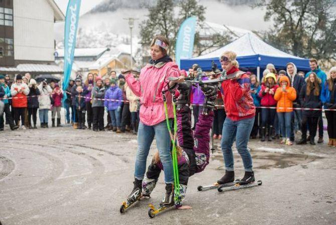 GODT HANDVERK: Det er forskjell på rulleski og ski med hjul. Folkehøgskulen viste fram både god rytmesans og godkjente sløydkunnskapar under skiballetten.
