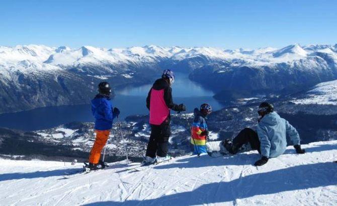 LIGG UTSETT TIL: Eit varmare klima kan gå hardt utover norske skianlegg, og verst blir det for små lågtliggande anlegg på Vestlandet. Her frå Strandafjellet Skisenter i Møre og Romsdal.