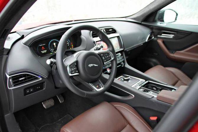 LIKT: Interiøret er likt det du finn i XE og XF. Det følest ikkje like moderne, slik for eksempel det nyaste frå Audi gjer.