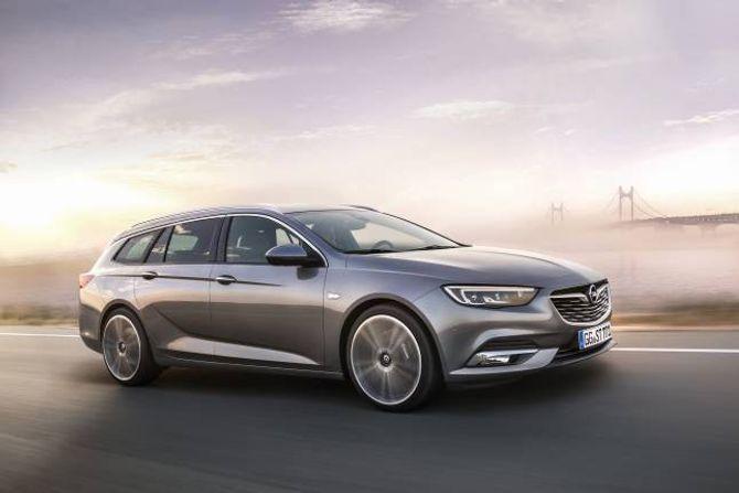 STASJONSVOGN: Opel presenterer stasjonsvognutgaven av Insignia.