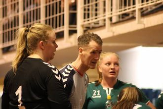 UTGÅANDE KONTRAKT: Olafur Sveinsson sin kontrakt går ut i utgangen av april. IL Jotun seier tida med løna trenar er forbi.
