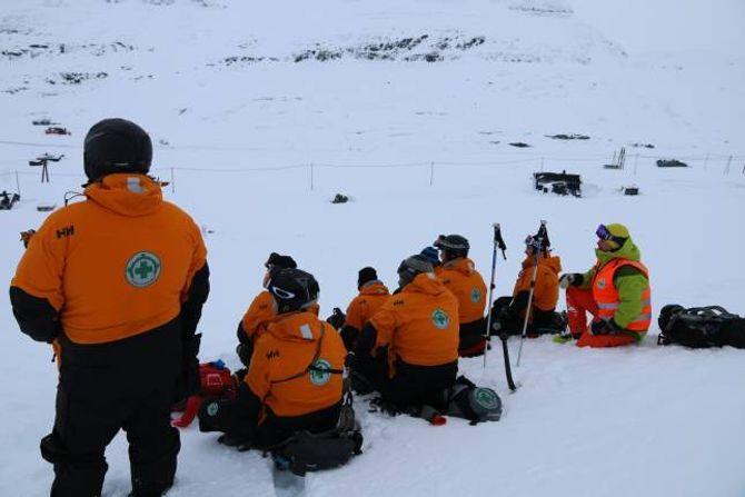 NORSK FOLKEHJELP: Viss dei som deltok på kurset bestod, kan dei bli ein del av skredberedskapen.