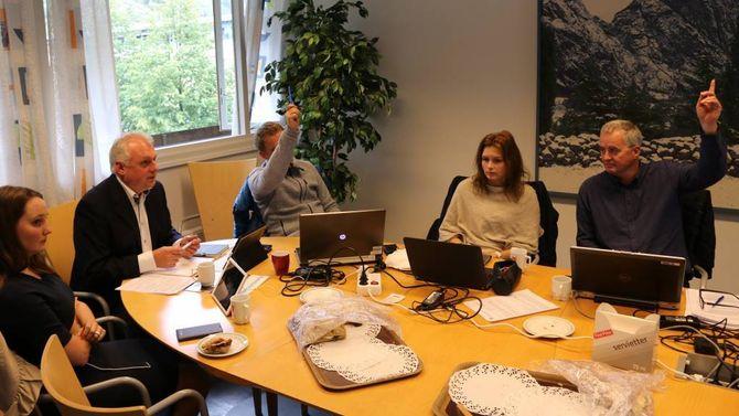 MINDRETAL: Kåre Mentz Lysne (Ap, t.h) og Trond Øyen Einemo stemde for nedlegging og kom i mindretal i formannskapet. Det kan fort bikka andre vegen i kommunestyret torsdag 20.oktober. Arkiv