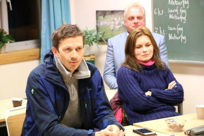 VIL OPPRETTHALDA: Både Jan Geir Solheim (Ordførar for Sp, i bakgrunnen), Annike Vanberg (SV) og Per Åke Evjestad (Venstre) kjempar for Ljøsne skule. Men representantane frå Venstre er splitta i nedleggingsspørsmålet.