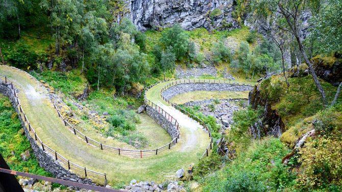 VAKKER VEG: Kongevegen har tidlegare blitt kåra til Noregs vakraste veg. Dei siste åra har det pågått eit voldsomt restaureringsarbeid for å setja vegen i stand.