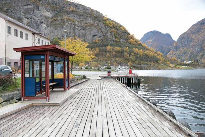 TOMT: I dag er det lite å sjå nede ved sjøen på Aurlandsvangen.