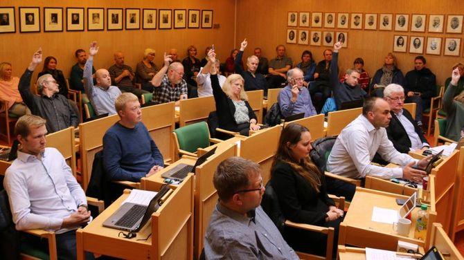 NEDLEGGING: Her blir Ljøsne skule nedlagt med ni mot åtte røyster. Arkiv