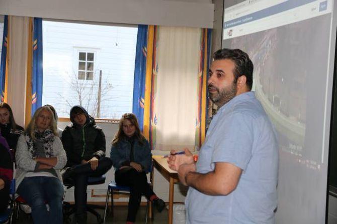 LANG TID: Muhammed Shamam Dandashi er flyktning frå Syria og trur det vil ta lang tid før heimlandet kjem på føtene att.